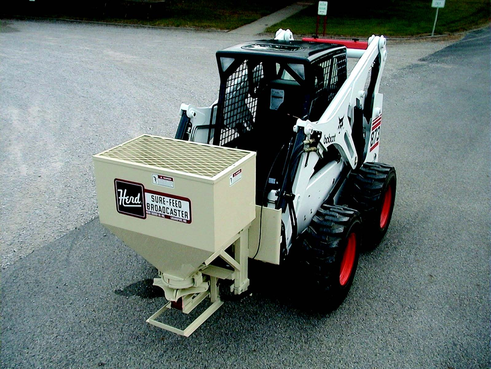 Model 750SSS Skid Steer Mount, Hydraulic Drive Sand And Salt Spreader