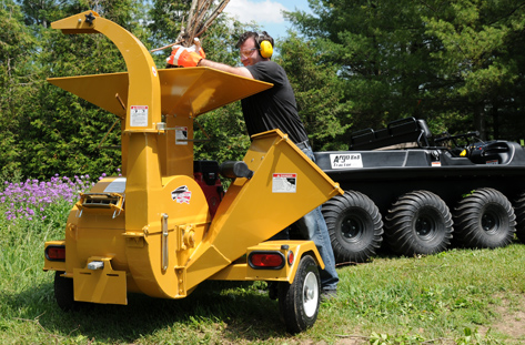 engine powered trailer mounted wood chippers